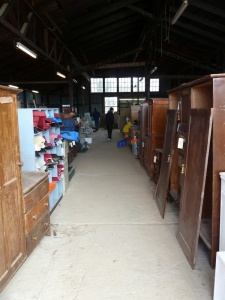 mt buffalo chalet clearing auction - furniture-1